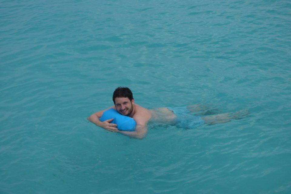 Im Notfall kann Dir ein Drybag auch als Schwimmhilfe dienen und andere auf Deine Notsituation mittels starker Farben aufmerksam machen.
